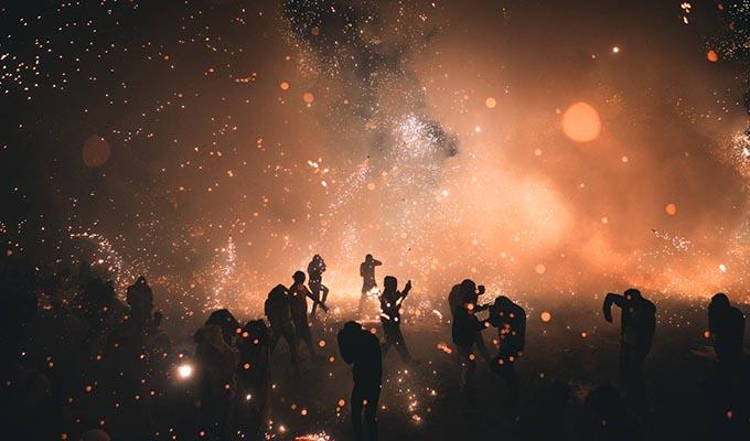 Via https://video-images.vice.com/_uncategorized/1492148268127-Mexico-Pyrotechnics-Dan-Medhurst-1660.jpeg