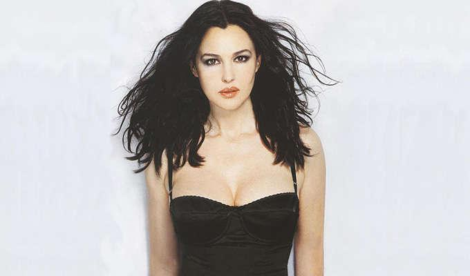 Via https://www.walldevil.com/wallpapers/a20/monica-bellucci-dress-wallpaper-black-screensavers-celebrity-female.jpg