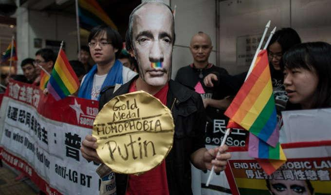 Via http://www.indiewire.comhttps://cdn.kincir.com/1/old/2014/07/to-russia-with-love.jpg?w=780
