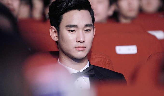 Via https://upload.wikimedia.org/wikipedia/commons/9/97/Kim_Soo-hyun_2014_PaekSang_Arts_Awards10.jpg
