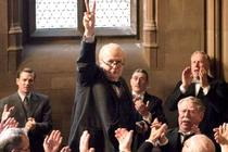 (REVIEW) Darkest Hour: Biopik Terbaik Winston Churchill