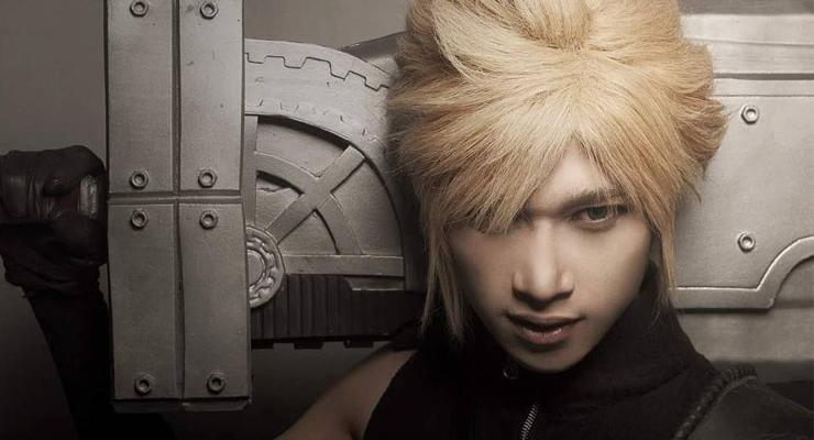 Ryan cosplay sebagai Cloud di Final Fantasy